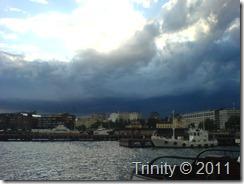 Mørke skyer inn over byen med det store hjertet, Oslo