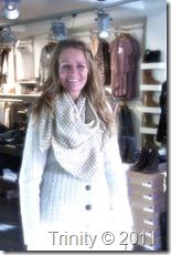 Her er Vivi med et av skjerfene som var første premie var et valgfritt ull og silke skjerf fra BeckSöndergaard til en verdi av nærmere 700,-