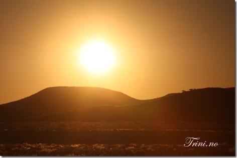Soloppgang over Namibias fjellkjede som grenser til Namibiaørkenen - dette bildet gir meg alltid positive minner